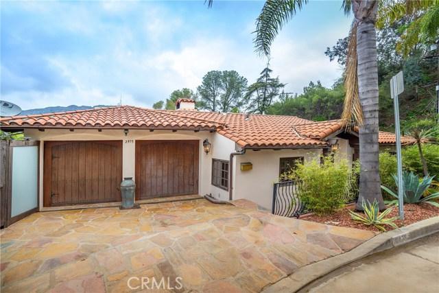2975 Hollyridge Drive, Los Angeles CA: http://media.crmls.org/mediascn/9cd53198-7ce8-4998-b870-806a75c53437.jpg