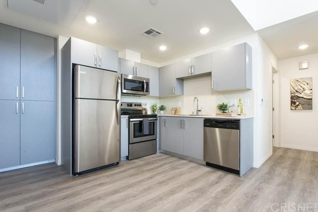 6530 Sepulveda Boulevard Unit PH 1 Van Nuys, CA 91411 - MLS #: SR18292440