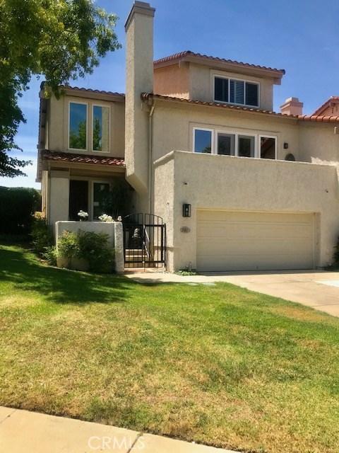 381 Maidstone Lane, Thousand Oaks CA: http://media.crmls.org/mediascn/9cf72eef-de48-4203-ae01-1f17d598bde0.jpg