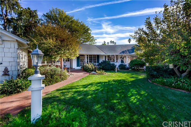 5201 Collier Place, Woodland Hills CA: http://media.crmls.org/mediascn/9d9edb9c-6b7a-47fe-80de-30d5837e59cb.jpg