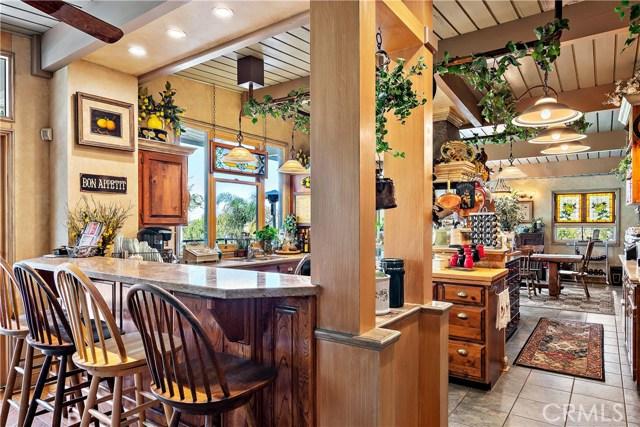 22133 Mulholland Drive, Woodland Hills CA: http://media.crmls.org/mediascn/9db122cf-0cda-4917-b4ea-8fb6591d08e0.jpg
