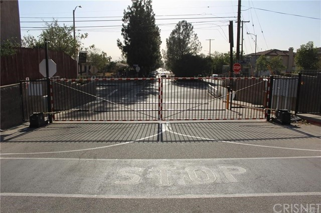 11844 Apple Grove Lane, Sylmar CA: http://media.crmls.org/mediascn/9dd9f3e6-5828-4cce-8110-7603ff80a7d7.jpg