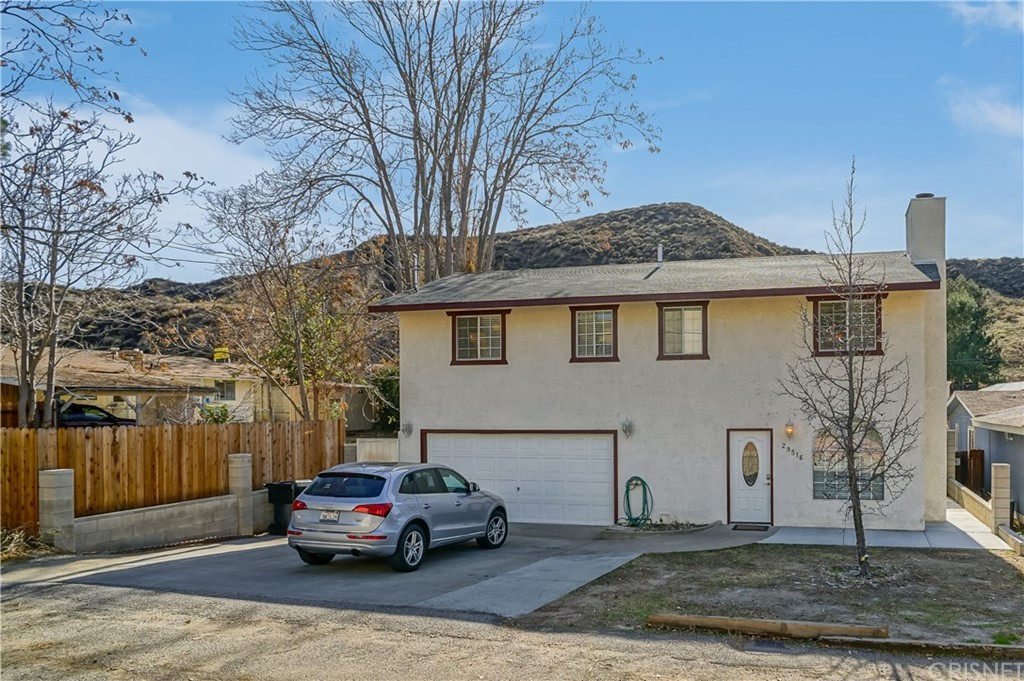Property for sale at 29516 Cromwell Avenue, Castaic,  CA 91384