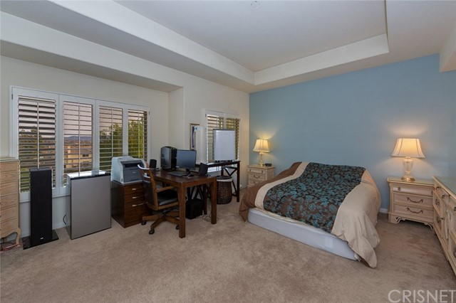 21648 Canyon Heights Circle, Saugus CA: http://media.crmls.org/mediascn/9e465bb5-5dc1-490e-93fd-054610d56f3f.jpg