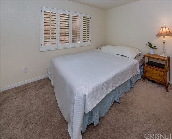 21648 Canyon Heights Circle, Saugus CA: http://media.crmls.org/mediascn/9ed51be4-5f3f-4179-a8ee-83617133f5ac.jpg