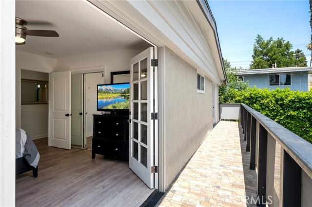 20324 Reaza Place, Woodland Hills CA: http://media.crmls.org/mediascn/9efcbbe3-e7cc-4d52-968a-dc039f00f102.jpg
