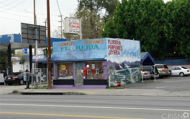 14051 Sherman Way, Van Nuys CA: http://media.crmls.org/mediascn/9f044fd3-a645-43d7-9935-9d70079d4867.jpg