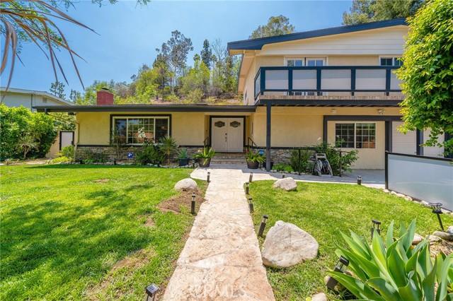 20324 Reaza Place, Woodland Hills CA: http://media.crmls.org/mediascn/9f8d34fe-af94-4855-af9e-7ff44b4357c6.jpg