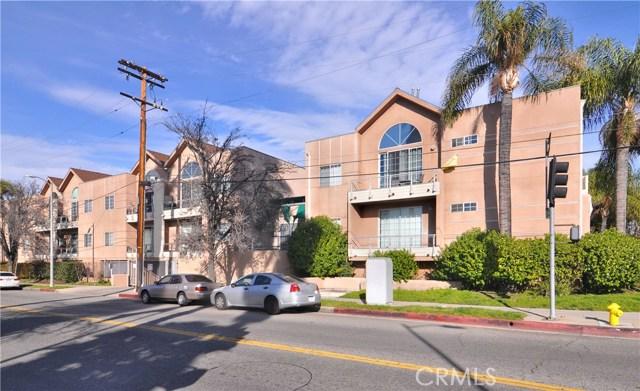 5620 Yolanda Avenue, Tarzana CA: http://media.crmls.org/mediascn/9f8f1dc4-98c3-4e99-9d84-e02a5973addb.jpg