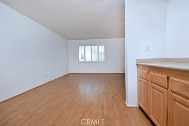 6221 1/2 Nita Avenue, Woodland Hills CA: http://media.crmls.org/mediascn/9fb1da7c-7493-4423-afca-3ed3f2e09e27.jpg