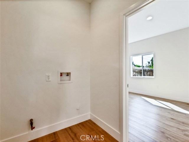 6920 6918 Corbin Avenue, Reseda CA: http://media.crmls.org/mediascn/9fb60db9-e901-4b9e-8f4f-979318e37c4a.jpg