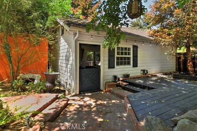 15531 Del Gado Drive, Sherman Oaks CA: http://media.crmls.org/mediascn/9fddb21c-2f09-42a6-b5d5-e5913321b5cb.jpg