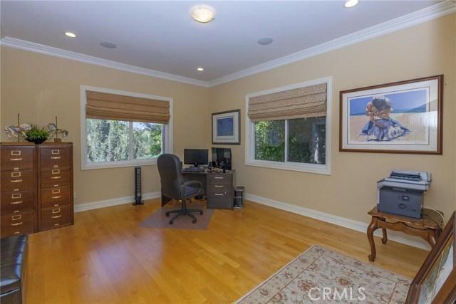24833 Jacob Hamblin Road, Hidden Hills CA: http://media.crmls.org/mediascn/a041008c-9588-49c0-81f0-955d2b8f7314.jpg