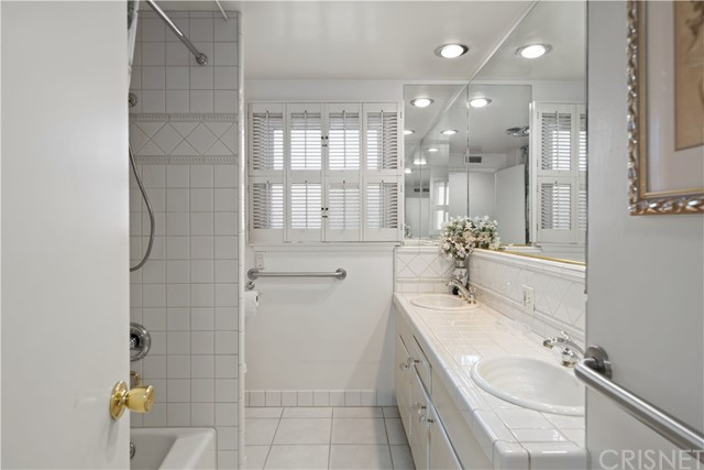 1408 Strawberry Hill Road, Thousand Oaks CA: http://media.crmls.org/mediascn/a05d707a-967a-4a22-b0f9-b13bd8927109.jpg