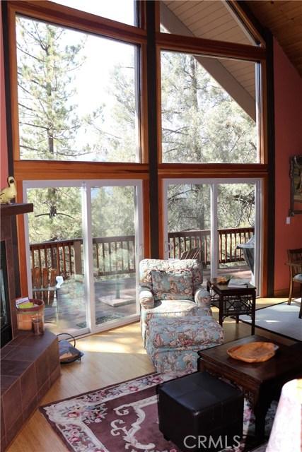 1420 Bernina Drive, Pine Mtn Club CA: http://media.crmls.org/mediascn/a0b2bc21-9fe7-4232-a82f-910b0b71b816.jpg