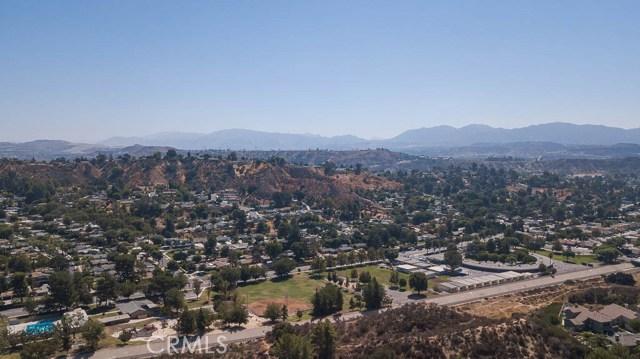 22989 Mulberry Glen Drive, Valencia CA: http://media.crmls.org/mediascn/a0d258f4-444e-45bc-854a-7cbd095e42a2.jpg