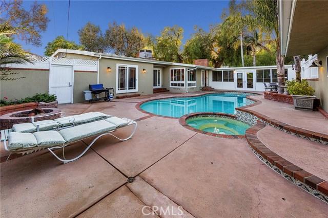 4870 San Feliciano Drive, Woodland Hills CA: http://media.crmls.org/mediascn/a1154e3f-0f2c-42b9-8b72-fd62aa31d15a.jpg