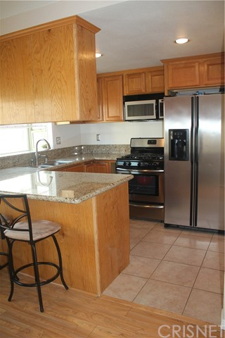 27631 Nugget Drive, Canyon Country CA: http://media.crmls.org/mediascn/a13dbff7-be77-4255-a6dc-98b301e18883.jpg