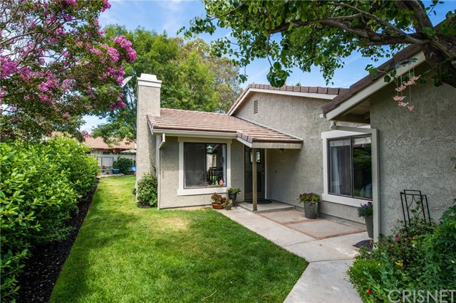25925 Pueblo Drive, Valencia CA: http://media.crmls.org/mediascn/a14f91c8-2faa-4166-9d87-118074995035.jpg