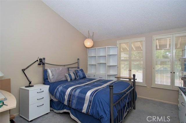 4419 Da Vinci Avenue, Woodland Hills CA: http://media.crmls.org/mediascn/a166fbaa-e09d-49a0-86d2-91fa665f9e31.jpg