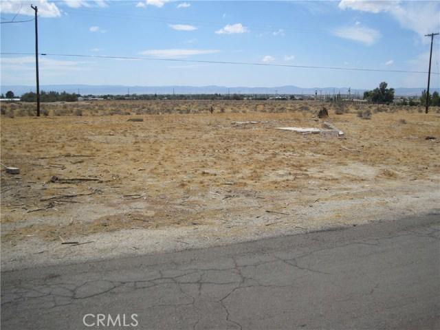 1 Dacite Avenue, Rosamond CA: http://media.crmls.org/mediascn/a172b477-ee71-4a62-b845-71f0f6d26e15.jpg