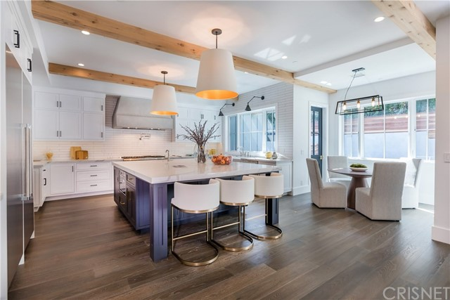Additional photo for property listing at 13446 Valley Vista Boulevard  Sherman Oaks, California 91423 United States