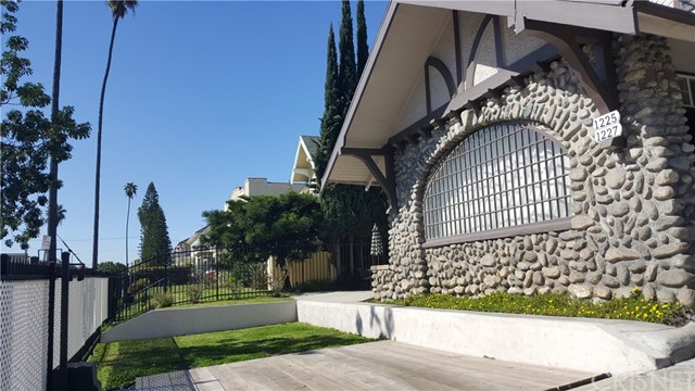 1225 4th Avenue, Los Angeles CA: http://media.crmls.org/mediascn/a1f60de8-0d29-4940-b35f-d1e1c4fa3515.jpg