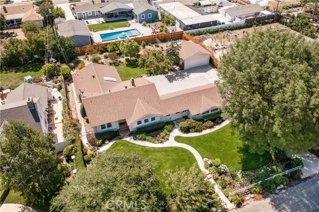 1408 Strawberry Hill Road, Thousand Oaks CA: http://media.crmls.org/mediascn/a1feb81e-3124-46ea-bdf6-4721f98cc0ea.jpg