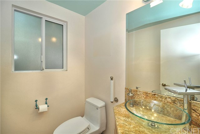 703 San Doval Place, Thousand Oaks CA: http://media.crmls.org/mediascn/a2115101-b0e1-4b3f-b81d-2a75f89ca1a5.jpg