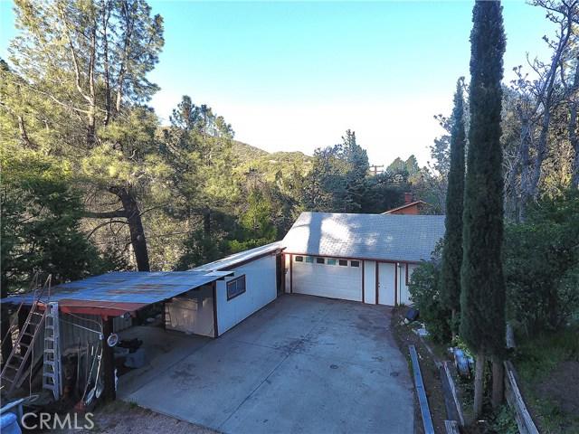 20872 Pine Canyon Road, Lake Hughes CA: http://media.crmls.org/mediascn/a215db2f-7aab-4f5d-a74f-b946acf99eee.jpg