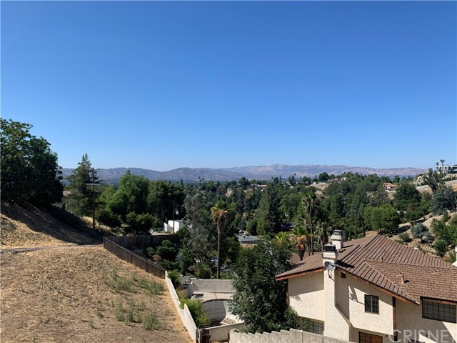 4760 Burgundy Rd, Woodland Hills CA: http://media.crmls.org/mediascn/a263a3ca-49a3-4402-93bd-69c413506e37.jpg