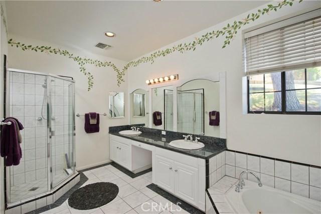 5832 Oak Knolls Road, Simi Valley CA: http://media.crmls.org/mediascn/a2fb8299-e2ea-4436-97a1-706601b07b1a.jpg