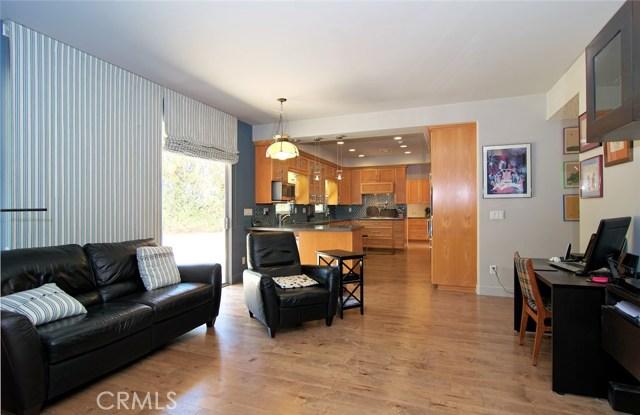 4419 Da Vinci Avenue, Woodland Hills CA: http://media.crmls.org/mediascn/a3753927-2e7a-40c0-a268-451646233fd0.jpg