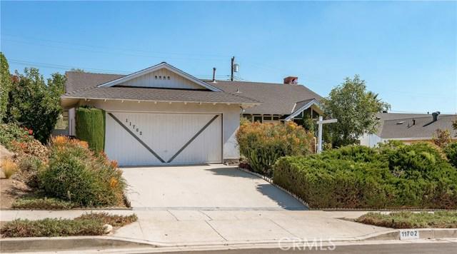 11702 Monogram Avenue, Granada Hills CA: http://media.crmls.org/mediascn/a386da84-7181-432c-adb4-74113635901f.jpg
