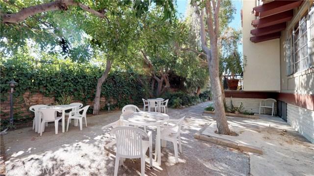 11912 Riverside Drive, Valley Village CA: http://media.crmls.org/mediascn/a401ca00-4fc3-40aa-a373-98d933fe1657.jpg
