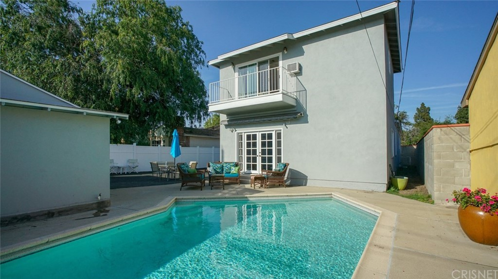 Photo of 1147 NORTH FAIRVIEW STREET, Burbank, CA 91505
