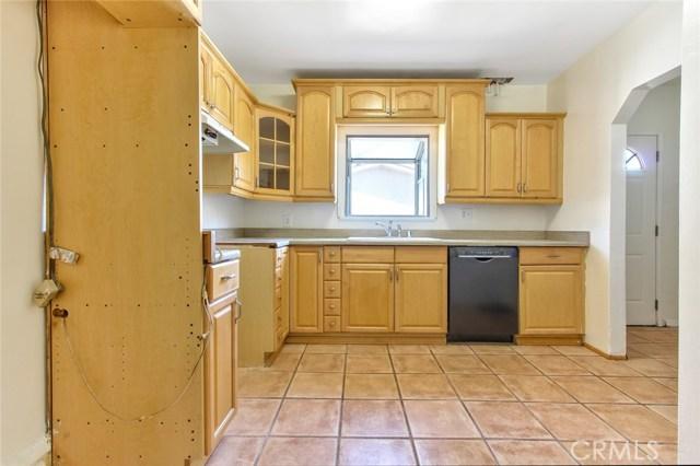 10922 Olinda Street, Sun Valley CA: http://media.crmls.org/mediascn/a43fd61f-5034-4f1b-a9fd-98ff9aa21d16.jpg