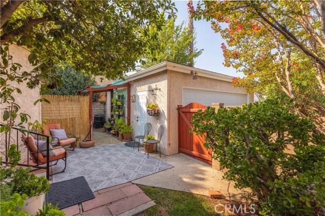 19531 Calvert Street, Tarzana CA: http://media.crmls.org/mediascn/a44181c2-3525-439b-ac9e-1cc8527473cd.jpg