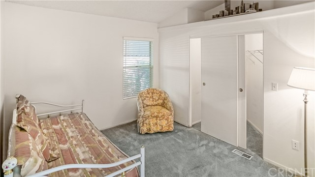 21305 Blue Curl Way, Canyon Country CA: http://media.crmls.org/mediascn/a44f017d-34bc-4a81-be4f-46ed65be10fb.jpg
