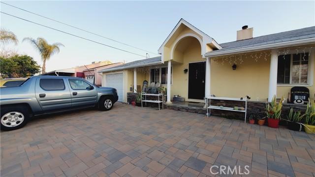 11154 Archwood Street, North Hollywood CA: http://media.crmls.org/mediascn/a48eb45d-ef57-4c51-a9d2-5dc6775ee1e2.jpg