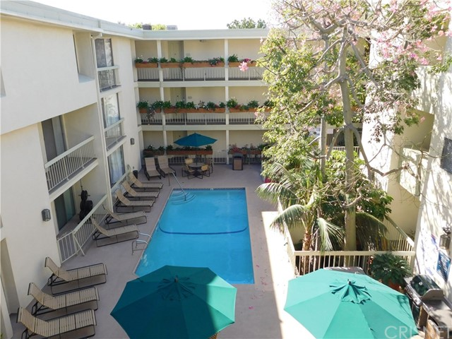 Additional photo for property listing at 1230 N Sweetzer Avenue  West Hollywood, California 90069 Estados Unidos