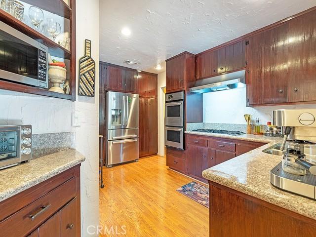 9250 Lev Avenue, Arleta CA: http://media.crmls.org/mediascn/a4ab43b5-3933-42a6-bb42-4f833ecd8d47.jpg