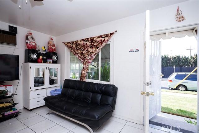 11345 Hatteras Street, North Hollywood CA: http://media.crmls.org/mediascn/a50b4a65-9f25-42dd-ac4d-d04ba304a2f8.jpg