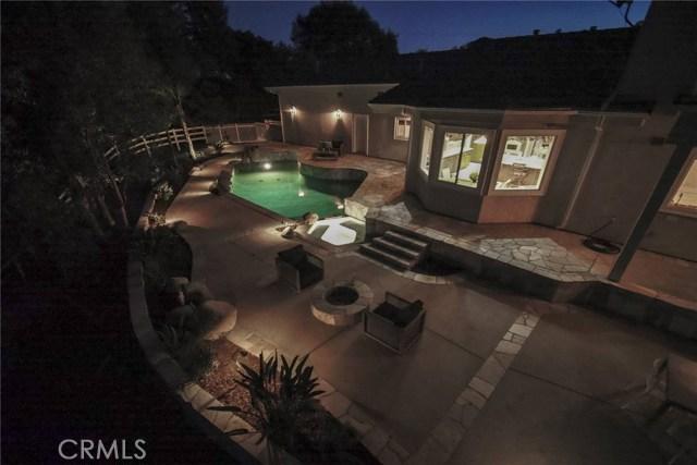 24833 Jacob Hamblin Road, Hidden Hills CA: http://media.crmls.org/mediascn/a54bfefd-3879-4e6c-9df6-c81f60788406.jpg