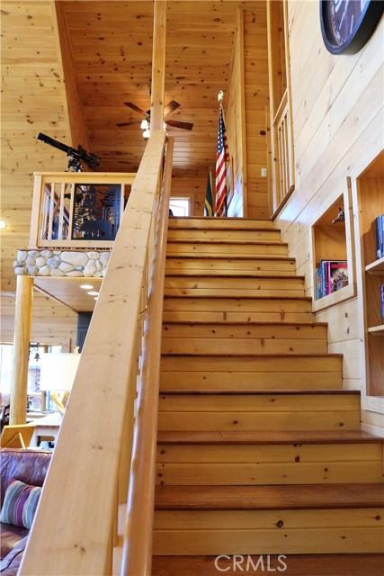 15817 Edgewood Way, Pine Mtn Club CA: http://media.crmls.org/mediascn/a561f482-4ffe-4920-b059-4229853289b5.jpg