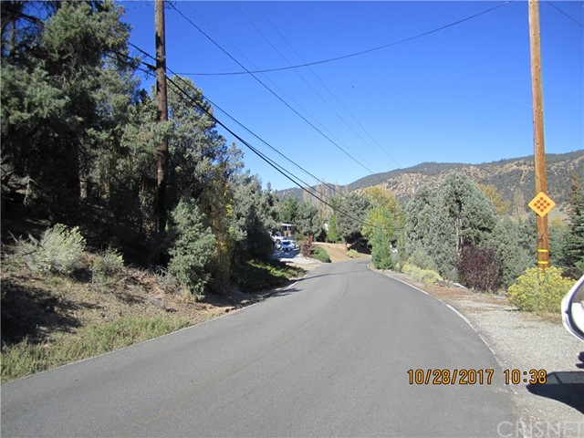 1305 Pinetree Drive, Frazier Park CA: http://media.crmls.org/mediascn/a6006050-609c-4081-84c3-09d500fbb045.jpg