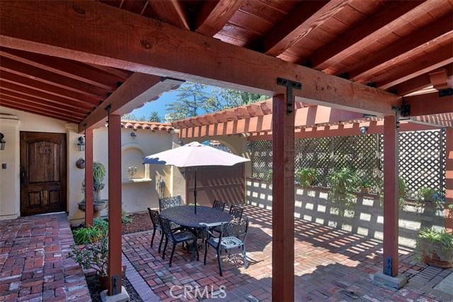 1522 Pandora Avenue, Westwood - Century City CA: http://media.crmls.org/mediascn/a62cb2a8-8dd5-4a25-8971-805b0539f657.jpg