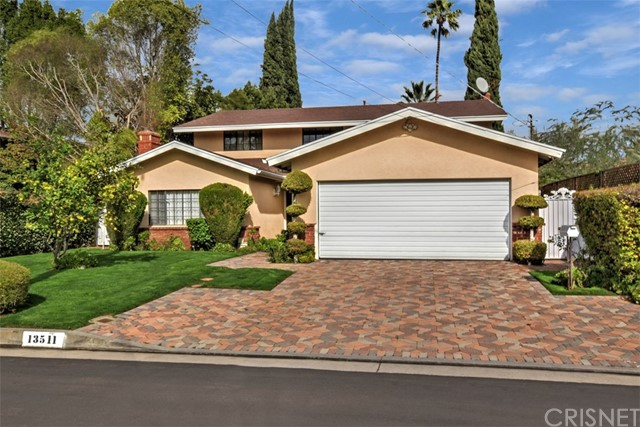 Single Family Home for Sale at 13511 Collins Street Valley Glen, California 91401 United States