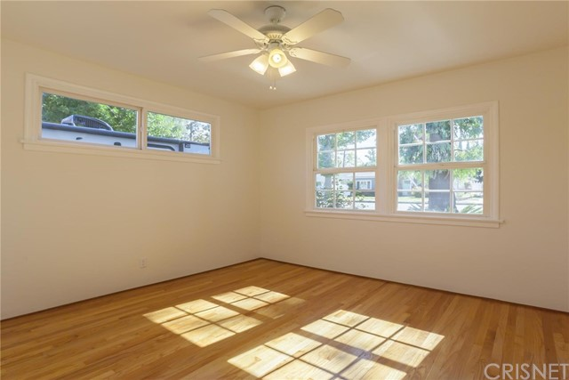22025 De La Osa Street, Woodland Hills CA: http://media.crmls.org/mediascn/a6b94071-fc81-4dfb-aab3-09edf7bc1b22.jpg