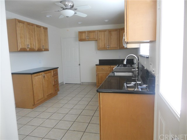 6809 Sale Avenue, West Hills CA: http://media.crmls.org/mediascn/a6c0712d-9f38-4600-b146-c796f60d40a5.jpg